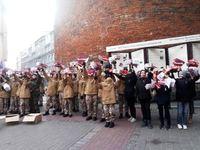 Kalētu jaunsargi klātienē vēro militāro parādi Rīgā