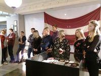 """Programmas """"Latvijas skolas soma"""" ietvaros 9.klases skolēni apmeklē izstādi un noskatās teātra izrādi"""